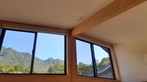部屋からの山の眺め