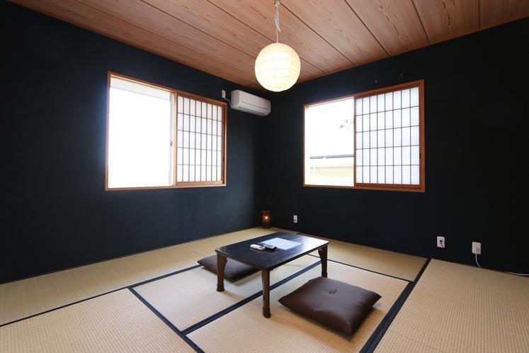 【モダンな雰囲気の2F和室】黒和室
