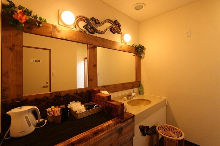【離れのバリ風セミダブル】洗面・トイレ有り