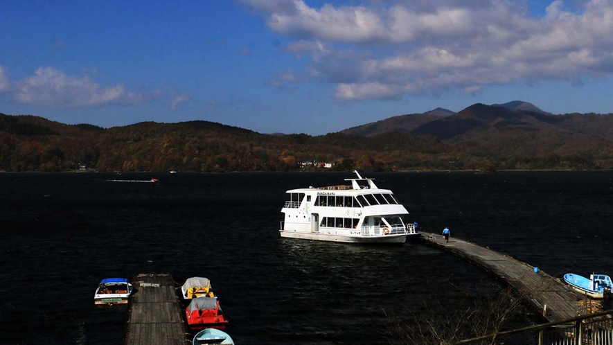 【周辺】桧原湖 のんびり遊覧船に乗って遊ぶのも◎