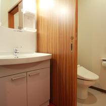 各客室、便利なトイレ付♪