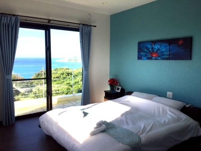 (客室Lagoon)ブルーの壁と海とが爽やか