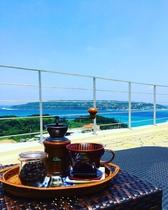 挽き立てのコーヒーと海風が最高です