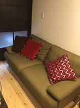 1階リビング オシャレなソファー