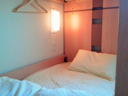 【二段ベッド個室】1〜2名利用 個室でゆっくり【素泊まりバストイレ共用】