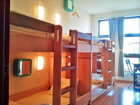 3〜4名用個室【二段ベッド・バストイレ共用・禁煙】