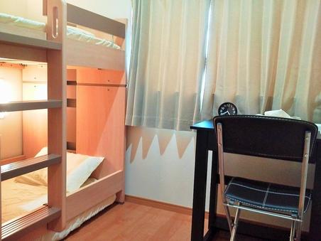 【禁煙】1〜2名用個室【二段ベッド・バストイレ共用】