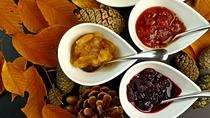手作りの「りんごのジャム」や「トマトのジャム」「ブルーベリーソース」