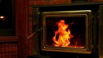暖炉の炎のゆらぎで癒やしのひと時をお過ごしください