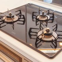 【キッチン】対面式システムキッチンには、三口ガスコンロ