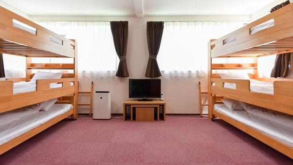 6人部屋(3段ベッド×2)