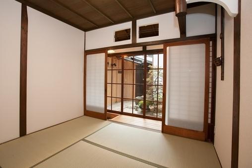 「つばきの間」1階4畳半縁側付のお部屋