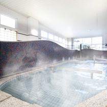 【男性大浴場】広々お風呂で心も体もゆったり