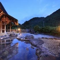 【男性露天風呂】大自然を望める開放的な露天風呂です