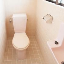トイレルームは二つ。混雑する朝も楽々です。
