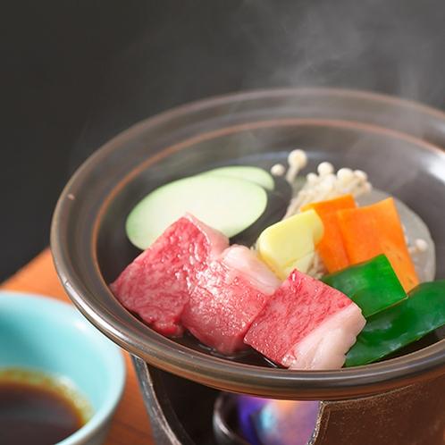 【夕食一例】飛騨牛、山菜、川魚など山里の味覚約9品をご用意致します。