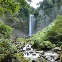 【平湯大滝】落差64Mの壮大な滝です。秋は紅葉もとても綺麗です。