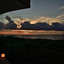 Hotel Laule'a テラスからの夕日