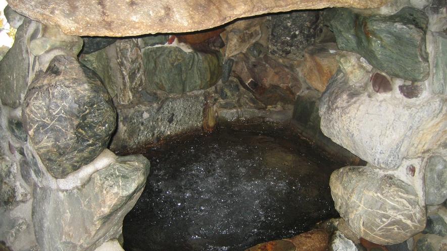 中浴場内にある洞窟風呂