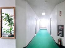 【2F廊下】客室フロアは2Fと3Fです