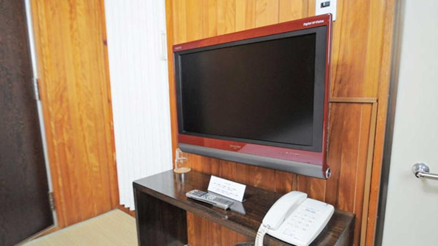【和室】テレビと冷蔵庫を設置しています。BSもお楽しみいただけます。