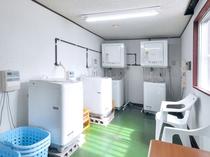 【4Fランドリー室】洗濯機×4台&乾燥機×2台、1回100円(洗剤は無料)
