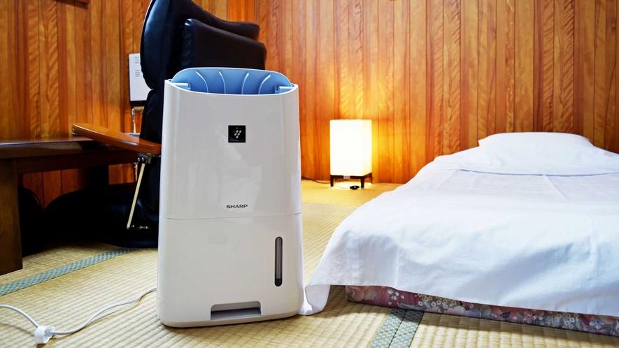 【和室6畳】空気清浄機や広々としたデスクも設置しています