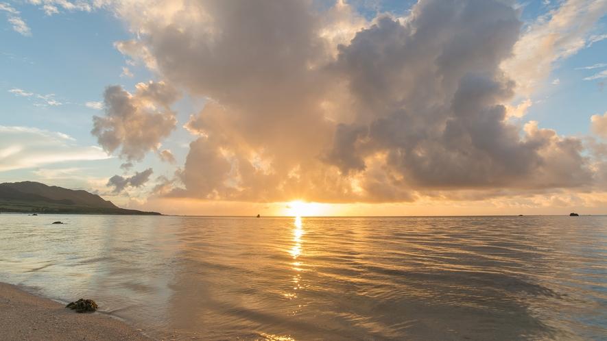 ヴィラ裏手のビーチ2日の出