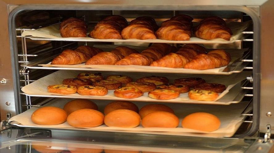 人気の焼き立てパン
