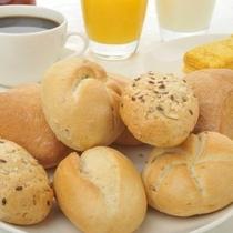 朝食 種類豊富なパン