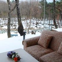 ラウンジから雪景色