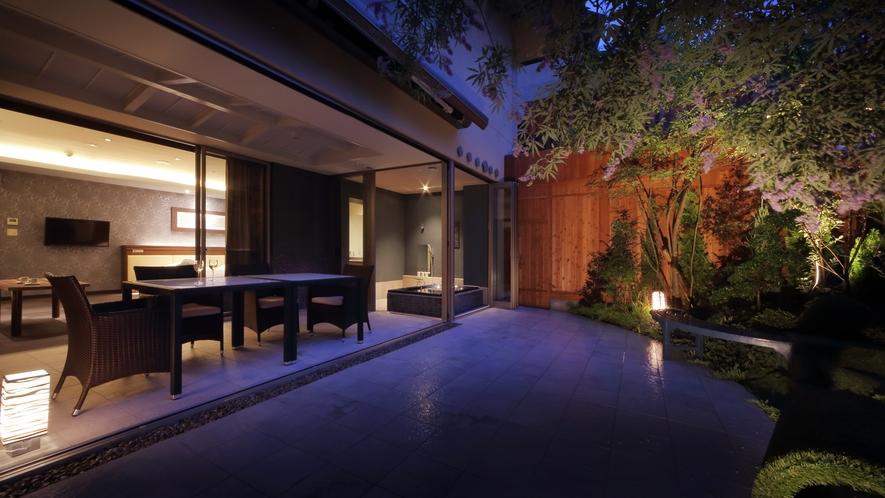 スイートルーム(桔梗)・お庭からの夜景