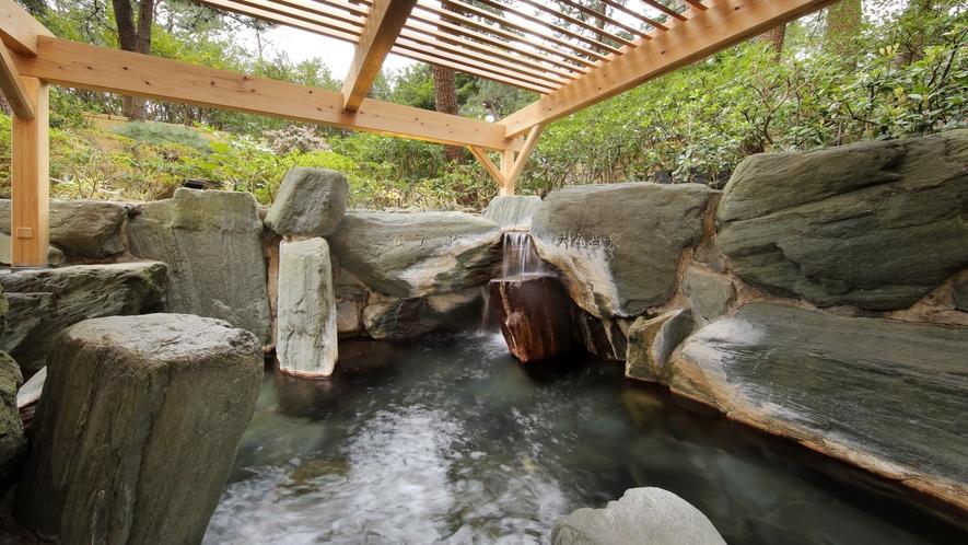 隣接の鴨川館・大浴場安房八景の湯:露天岩風呂