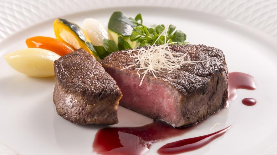 夕食:ダイニング(鴨川館)お料理一例(かずさ和牛フィレステーキ)
