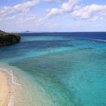 【瀬底島】瀬底島から本部方向を望む。美しい海が広がります。