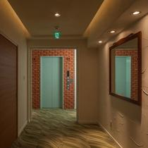 エレベーターでらくらく客室へ
