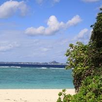 【瀬底ビーチ】夏場にはシュノーケリング、バナナボートなどマリンスポーツも