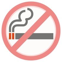 館内、客室内は全て禁煙でございます。喫煙所は玄関脇に設けております。