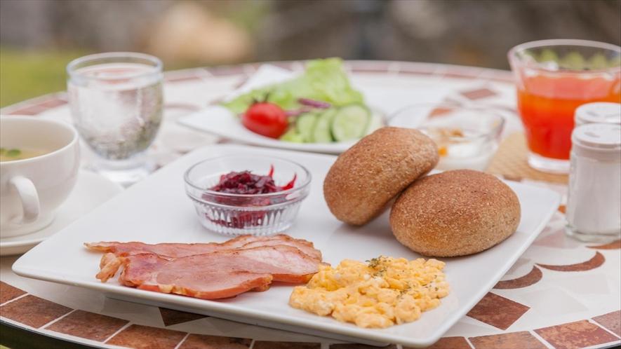 朝食は、味覚でも沖縄・本部を楽しむメニューをご用意