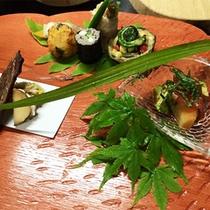 【お食事】《ご夕食》一例:季節の野菜や山菜をふんだんに使用したお料理
