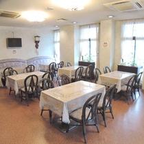*【ダイニングスペース】フロント横の朝食会場です
