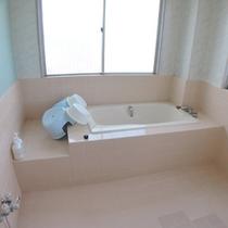 *【和室17畳お風呂】セパレートタイプのお風呂・トイレになります