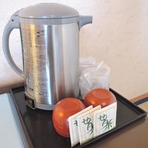 *お部屋にはポットとお茶セットを完備