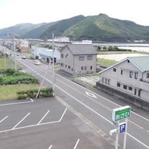 *【客室からの眺め】松田川の河口と周囲の山並みがご覧いただけます