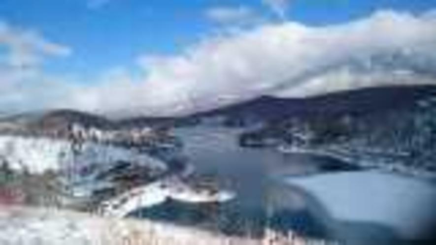 当館裏山より白樺湖全景。スノーシューで軽くハイキング!