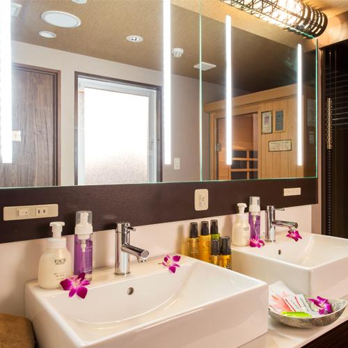 【客室】スイートルームの洗面台