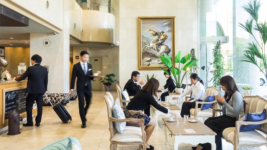 ラウンジカフェ。15時~16時はご宿泊者の為のWelcomeドリンクサービスあります。