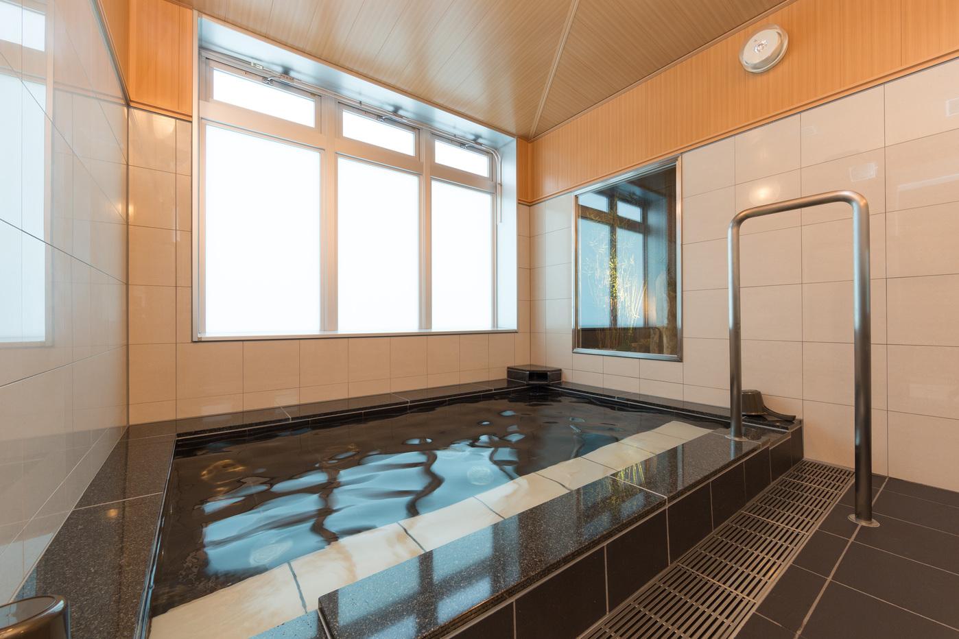 大浴場 人工の準天然光明石温泉「四季の湯」です。