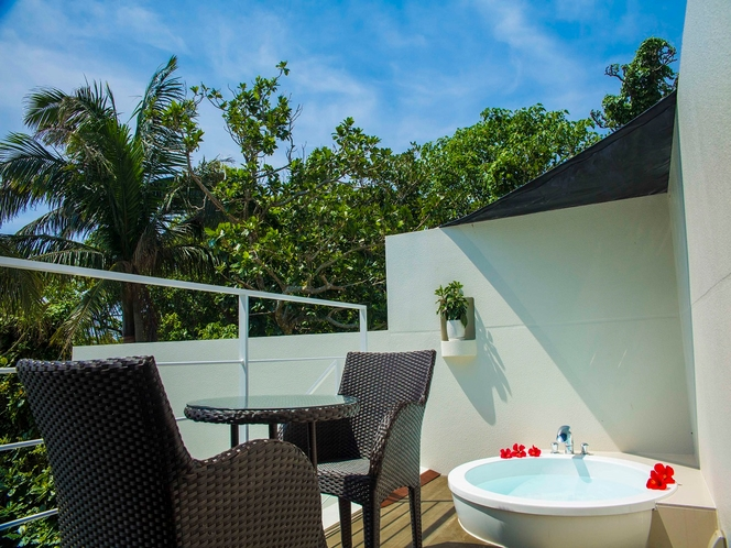 オープンエアーの露天風呂