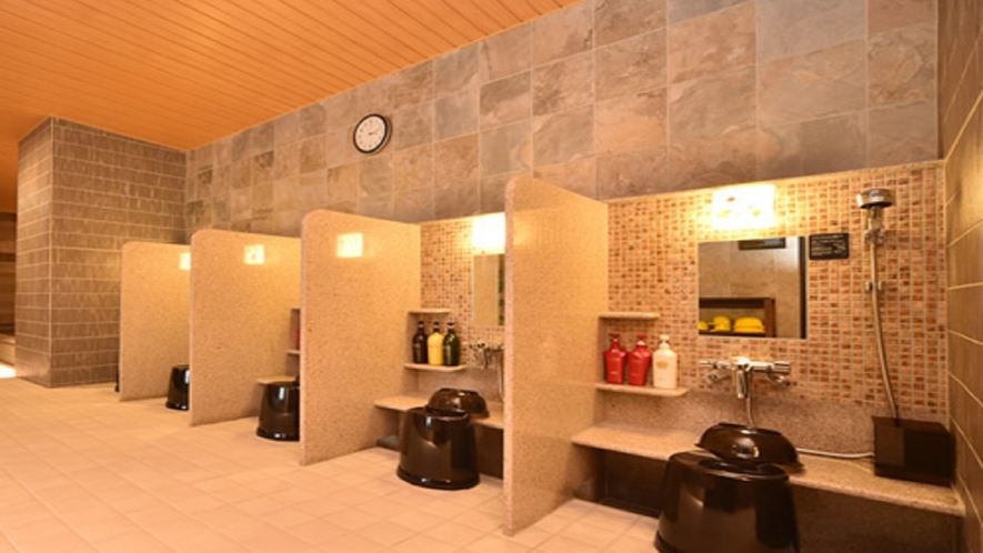 女性大浴場洗い場 洗い場は6箇所ございます。